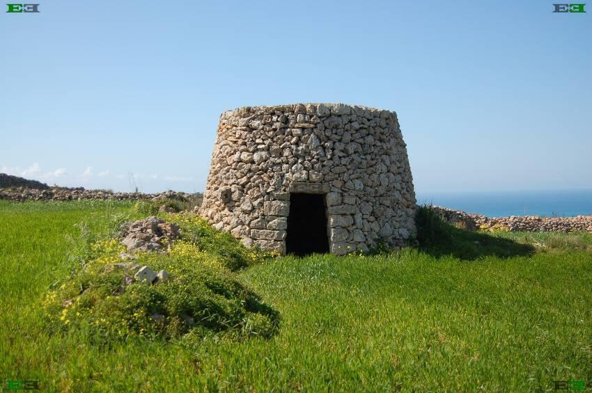 beehive-stone-huts-girna-giren.jpg#